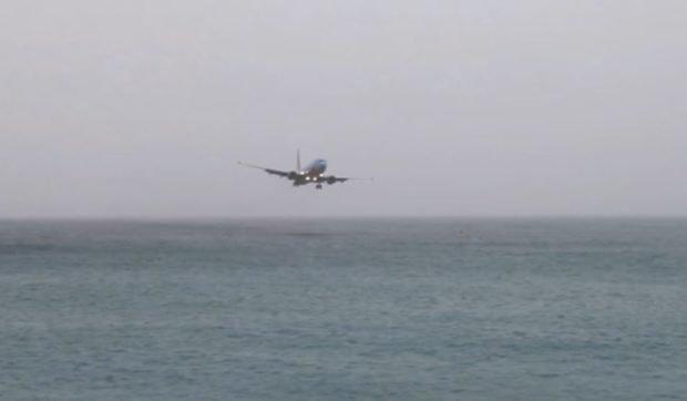 Westjet almost lands in the water near St. Marteen
