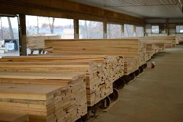 Photo of U.S. slaps new tariff on Canadian lumber imports