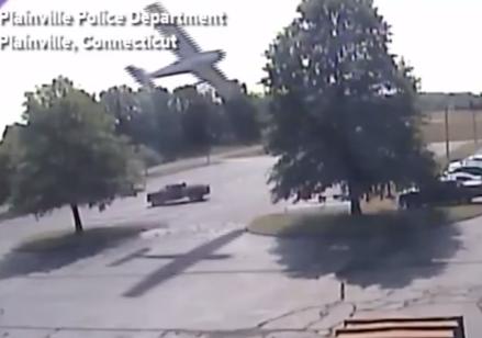 Plane clips tree Plainville, CT