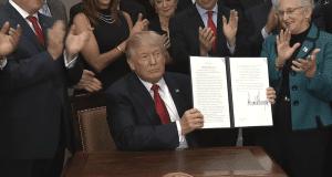 Donald Trump holding healthcare executive order 10-12-17