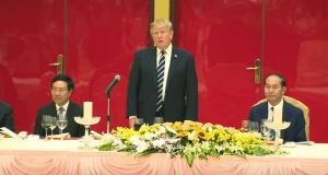 Donald Trump vietnam banquet 11-11-17