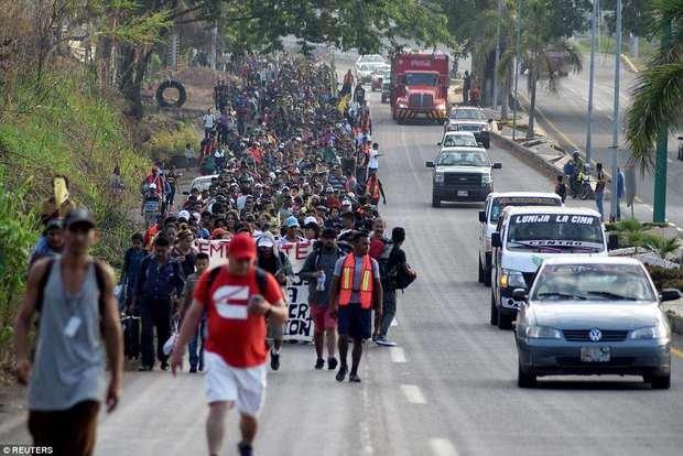Photo of Trump: Honduras must stop caravan or 'no more money'