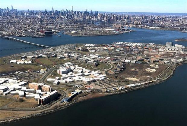 Photo of Mayor De Blasio Releasing Hundreds Of Inmates Out Of Rikers Island Amid Coronavirus Pandemic